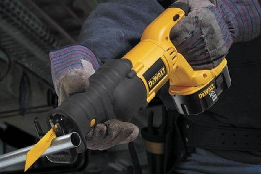 DEWALT DC385K2 Reciprocating Saw review