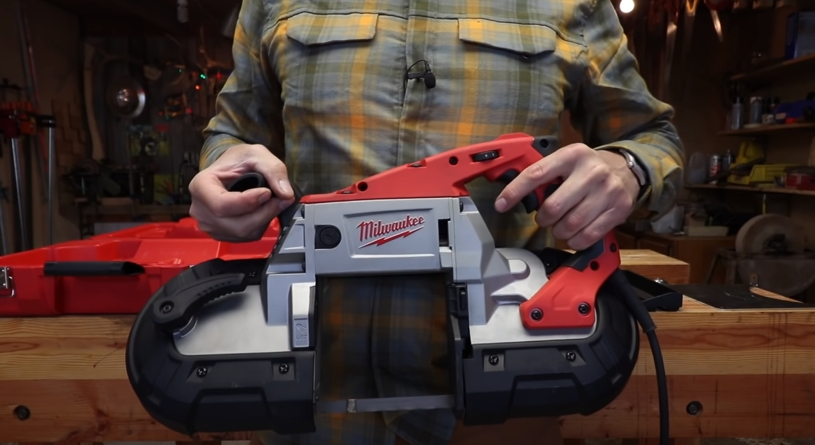 Milwaukee 6232-21 portability in human hands